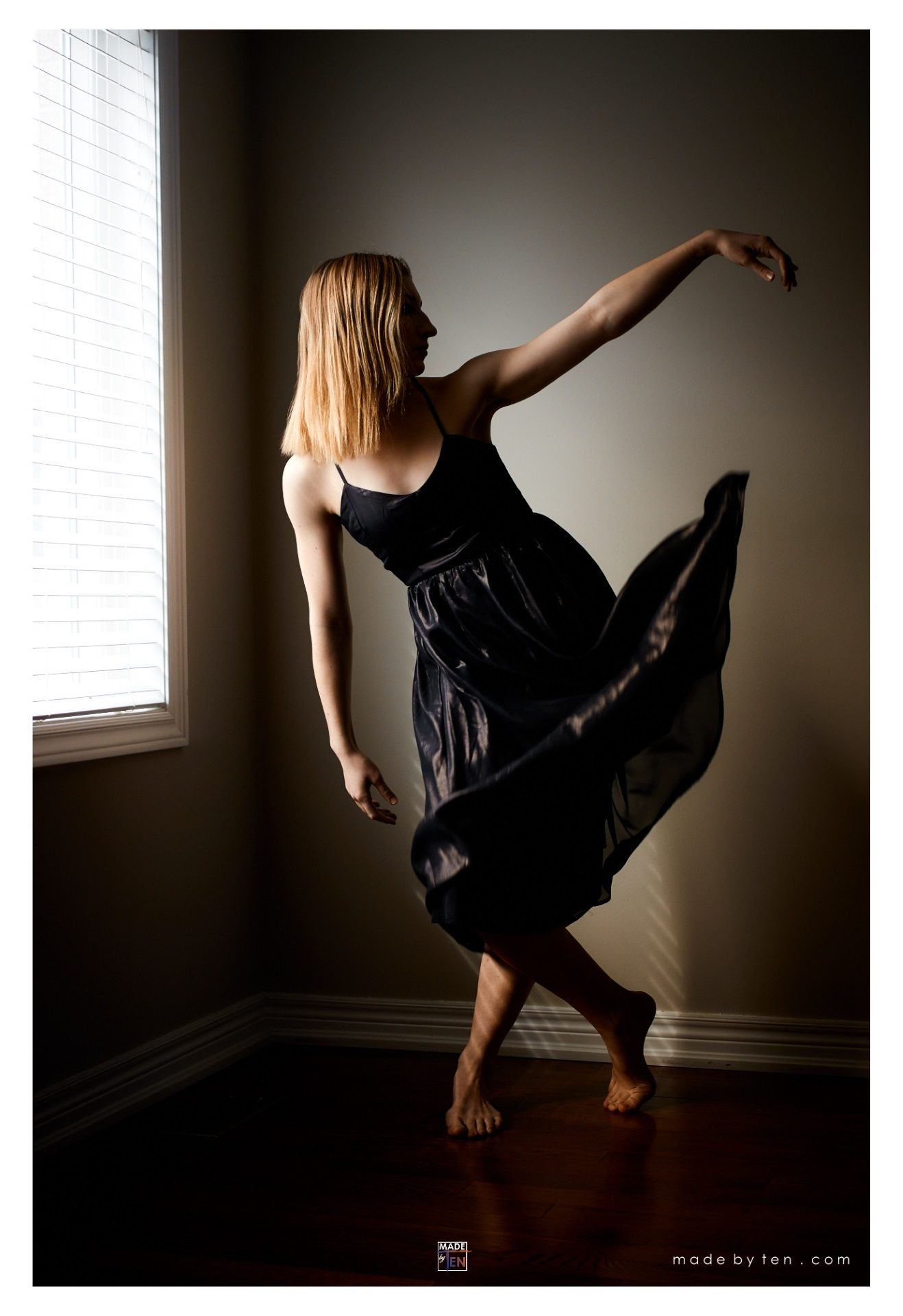 Made-by-Ten-Modern-Creative-Fine-Art-Portrait-Photography-GTA-Women-Toronto-Window-Light-Dancer-Painting-1
