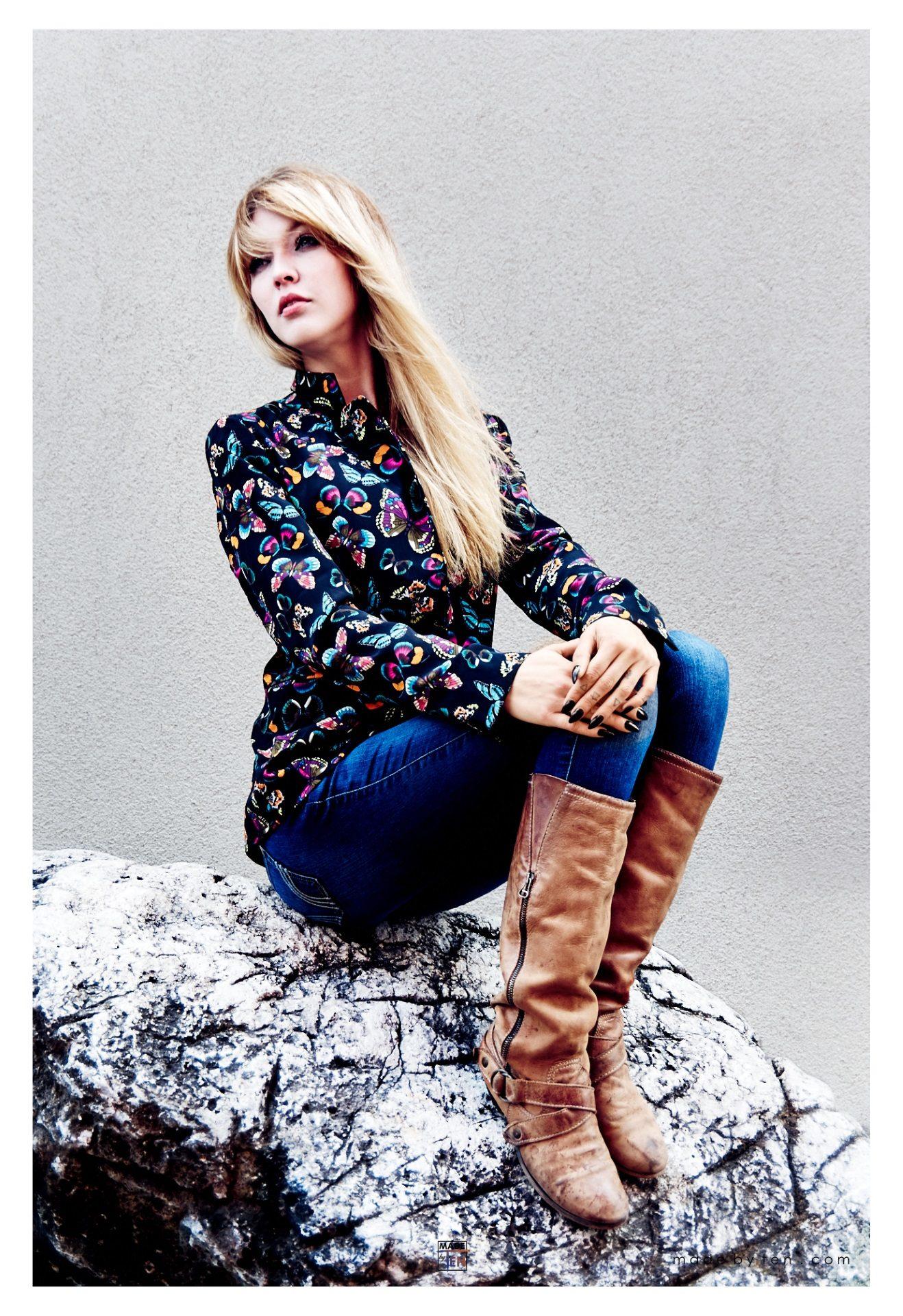 Woman Rock Posing - GTA Women Lifestyle Photography