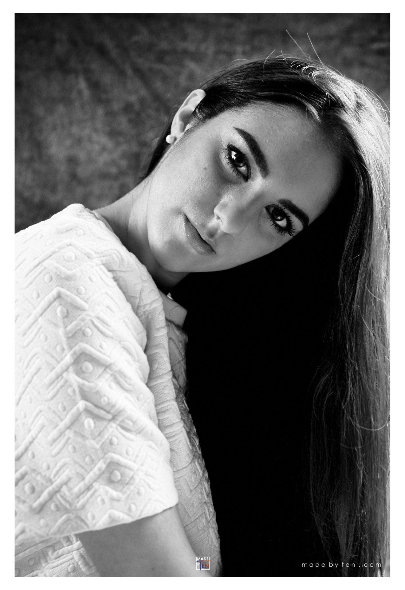 Woman Beautiful Modern Headshot - GTA Women Lifestyle Photography